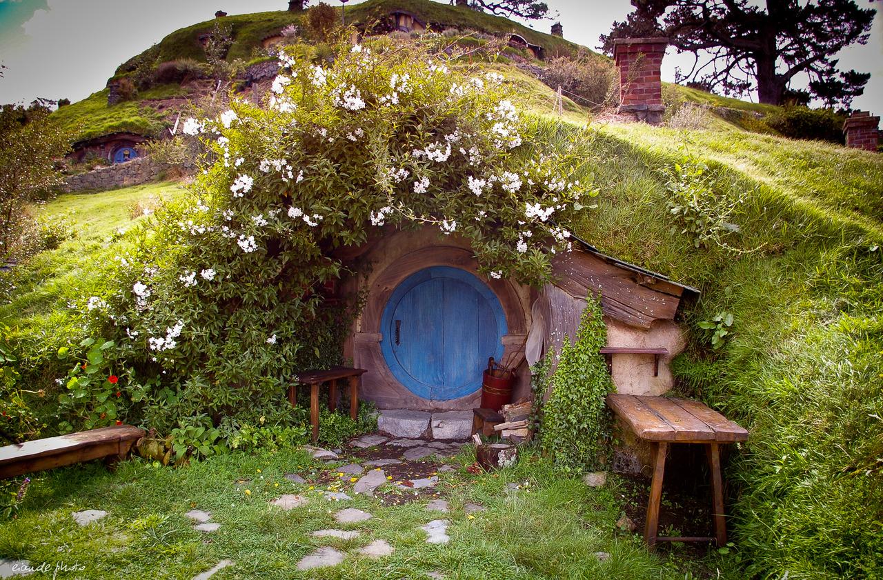 The-Hobbit-holes-.jpg